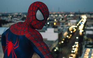Spider-Man se balancea por las calles de Aguascalientes